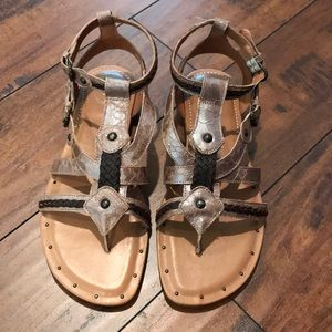 NEW (without tags) Leather ARIAT Sandlas☀️